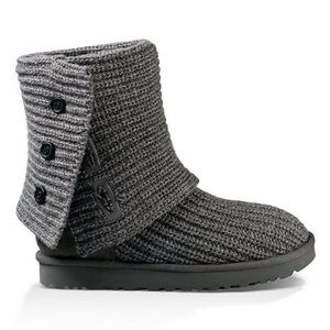 UGG®, the Classic Cardy boots in Gray Size 7